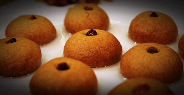 How to Make Sekerpare: Turkish Semolina Cookies in Syrup